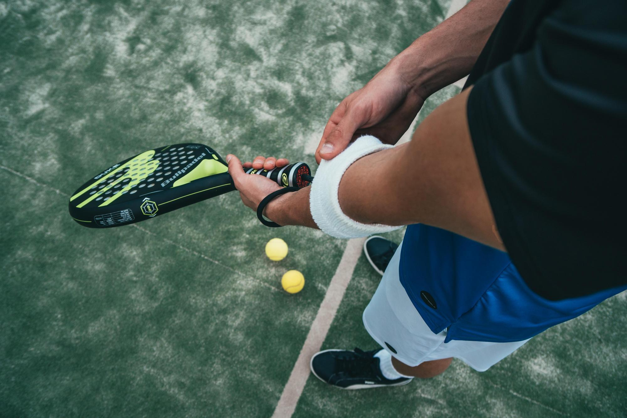 Tennis_player-and-racquet