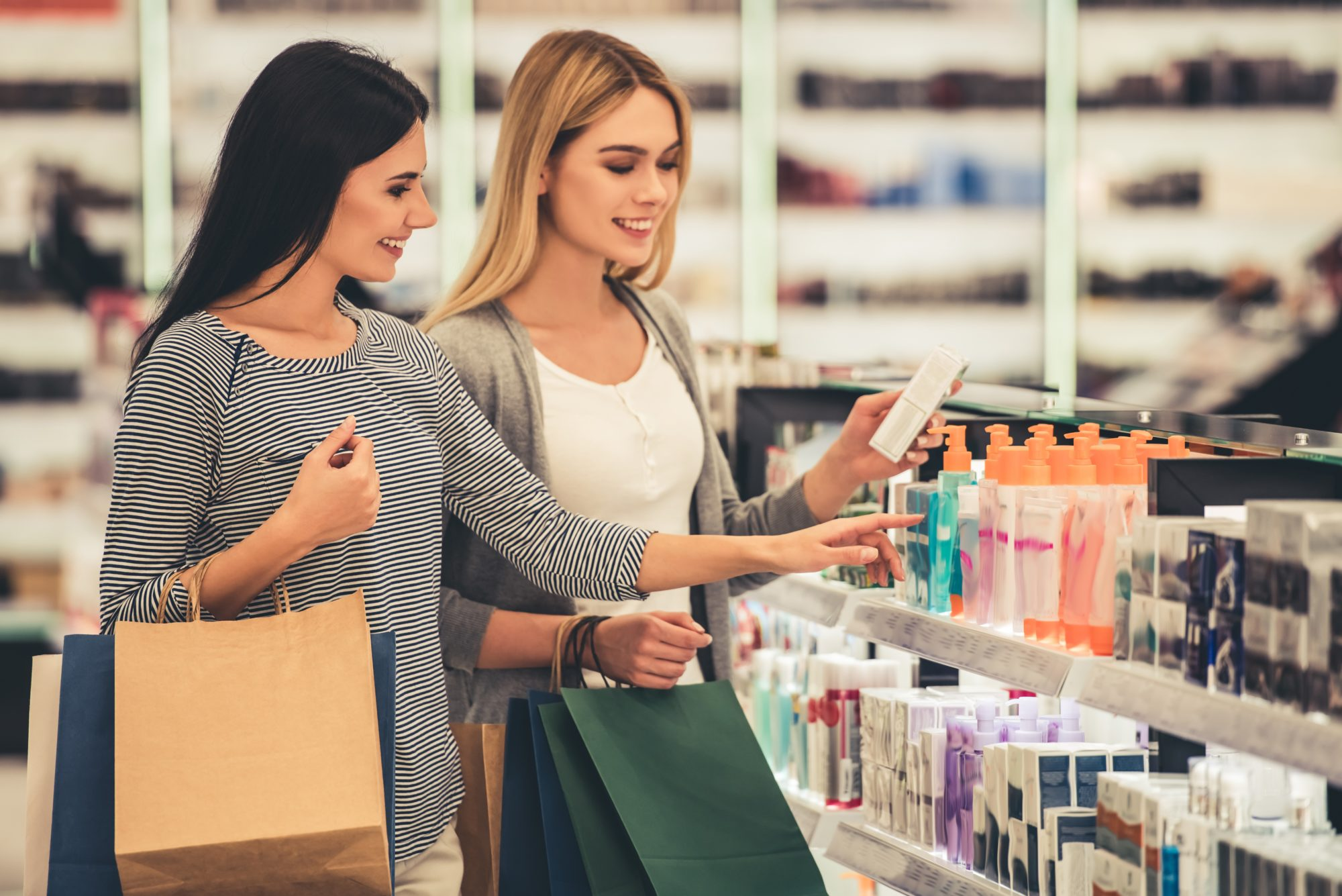 Image banner_women shopping for beauty products